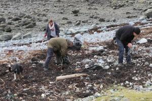 Lochbuie_beach_cleaning